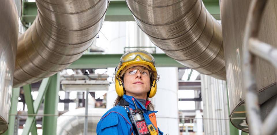 Kerstin Weinhold, opératrice, sur le réacteur B de méthanol synthèse. Unité production de méthanol (POX) de la raffinerie de Leuna.