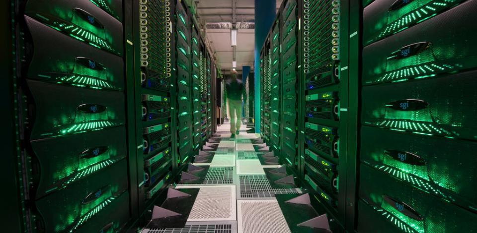 Super calculateur HPC (calcul de haute performance) : salle de stockage des données.