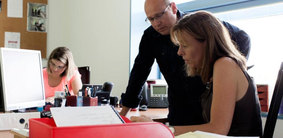 De gauche à droite, Elodie HARDY, Eric JACQUES et Delphine LEMANCEAU, du service ressources humaines. Raffinerie de Donges