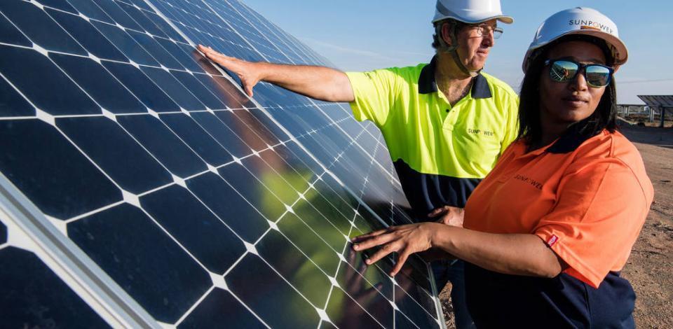 Opérateurs à la centrale solaire Sunpower Total, Prieska.