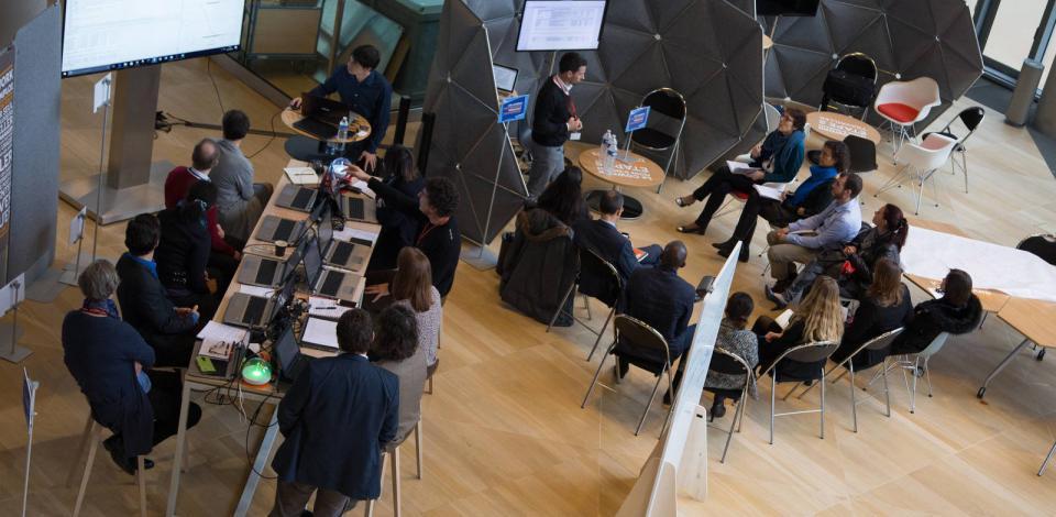 Espace co-working lors de la semaine de l'innovation à la tour Coupole, La Défense