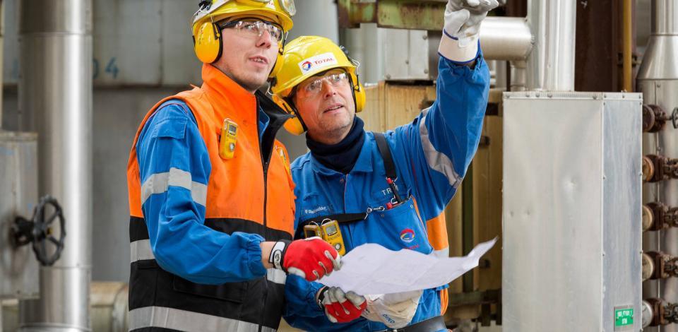 Markus Böttger, ingénieur de production, et Frank Reinsdorf, opérateur de chargement sulfure. Unité production de méthanol (POX) de la raffinerie de Leuna.