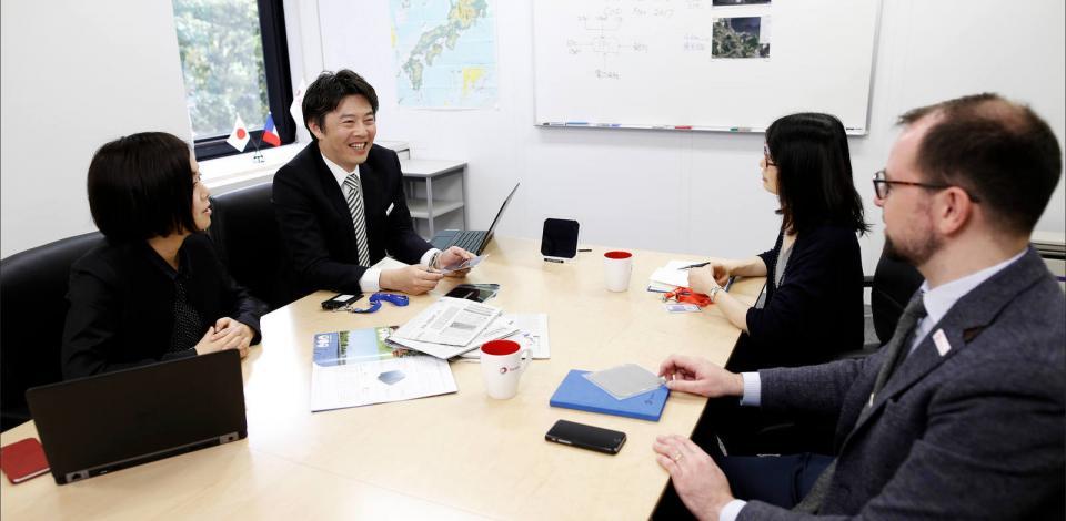 Collaborateurs lors d'une réunion. TotalEnergies Japan Office,Tokyo